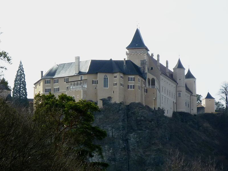 File:Schloss Rosenburg (Niederösterreich) nach Westen.JPG