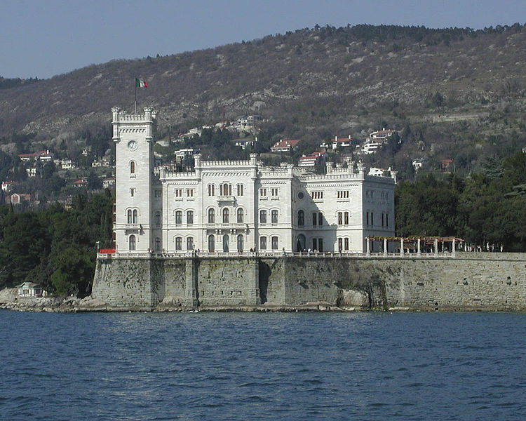 http://upload.wikimedia.org/wikipedia/commons/thumb/a/ab/Schloss_miramare.jpg/750px-Schloss_miramare.jpg