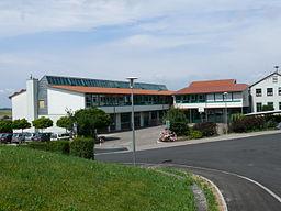 Schule Burgrieden aus Nord-Ost (von der Kirchstraße) gesehen.