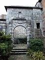 Seitliches Portal am Kloster Notre-Dame de Leffe in Dinant (Belgien).jpg