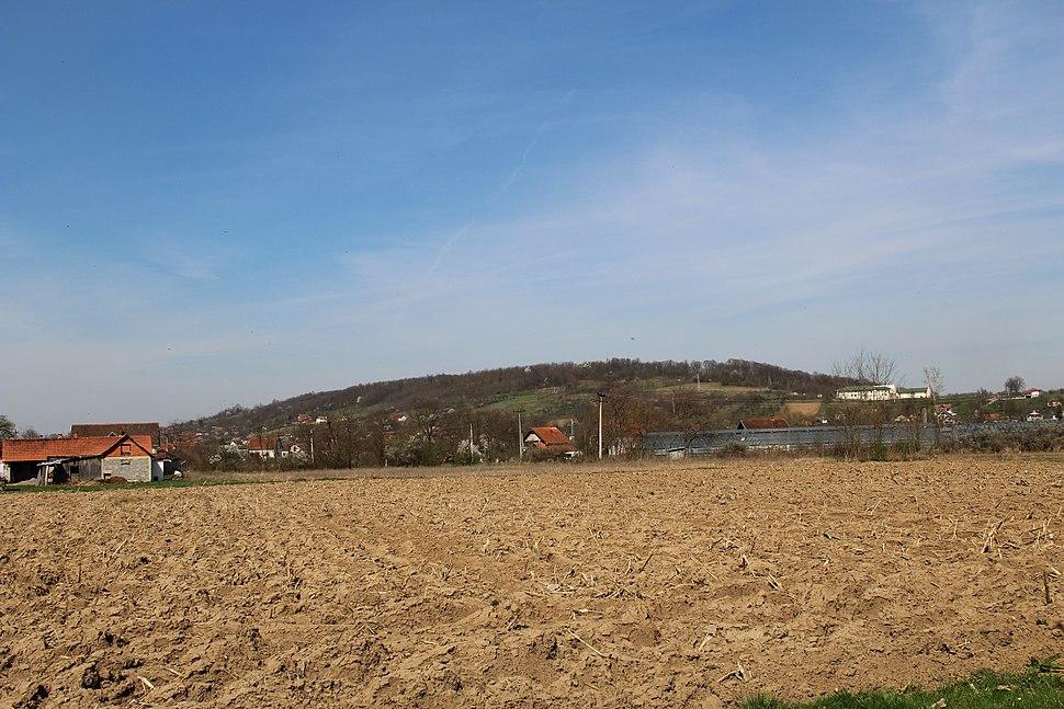 Selo Divci - opština Valjevo - zapadna Srbija - panorama - u pozadini seoska škola
