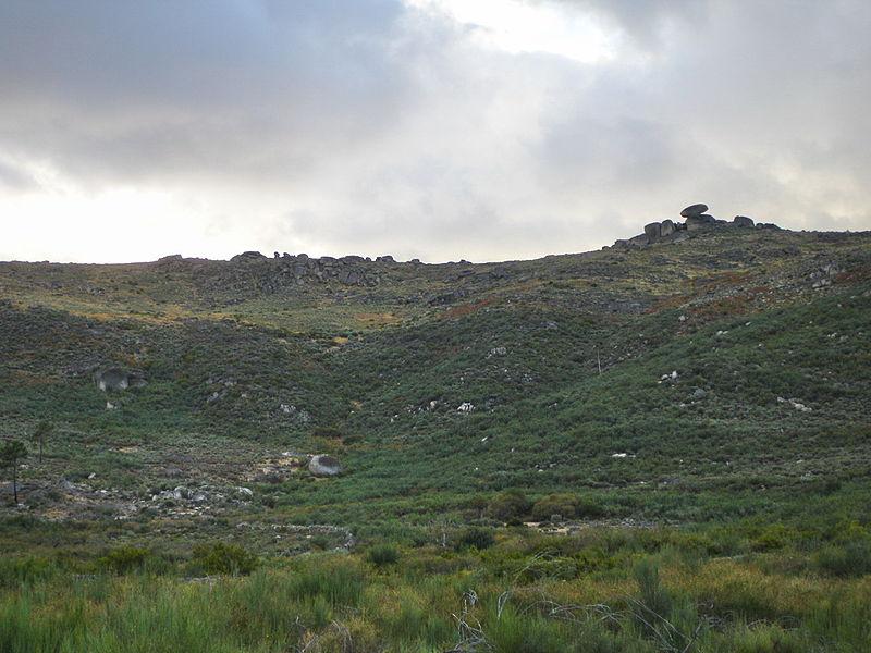 File:Serra de Leomil.jpg