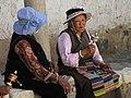 Shigatse-Tashilhunpo-26-zwei Pilgerinnen-2014-gje.jpg