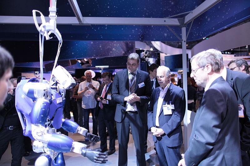 File:Smarter Roboter - Smart robot (14242590032).jpg