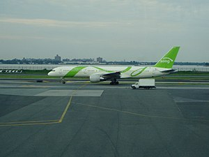 Song (airline) - A Song 757-200 at LaGuardia Airport