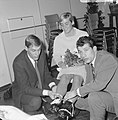 Sportman van het jaar, Kees Verkerk en Ard Schenk (links), Betty Heukels bij dam, Bestanddeelnr 919-9371.jpg