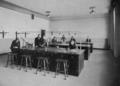 Städtische Lessingrealschule an der Ellerstraße zu Düsseldorf (1913), Übungssaal für Physik.png