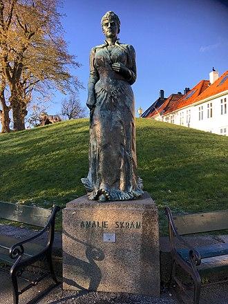 Amalie Skram - Statue of  Amalie Skram  at Klosterhaugen
