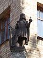 Statue of Matthias Corvinus by Emőke Szilva (2003) on Hunyadi tower of the Europe Place, Komárno.jpg