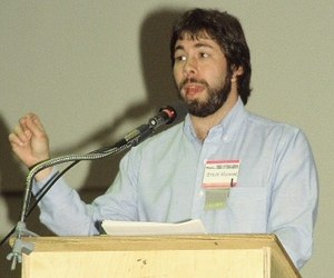 Steve Wozniak, 1983 (cropped).jpg