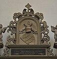 Stuttgart Stiftskirche Grafenstandbilder Figur 07 Wappen.jpg