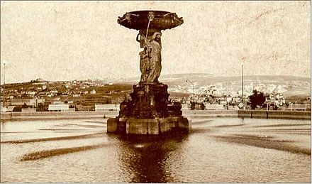 Kizilay Square during the early years of the Turkish Republic, with the later relocated Su Perileri (Water Fairies) fountain, c. 1930. Su perileri ankara.jpg