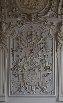 Particolare di una decorazione a stucco parietale nel Castello di ...