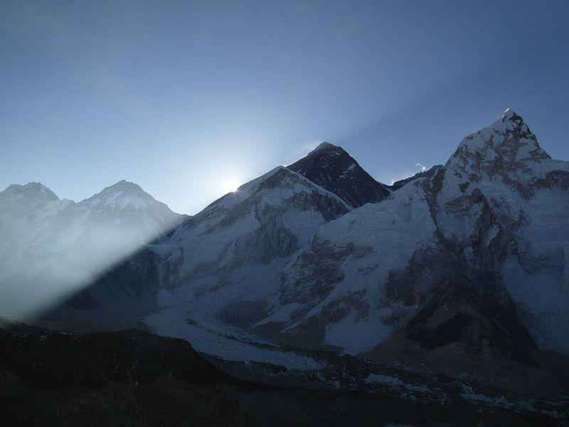 Sunrise over Everest.jpg