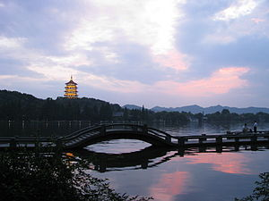 Sunset at West Lake (Xi Hu), Hangzhou (2790877585).jpg
