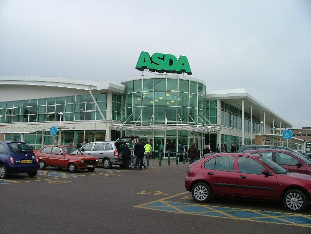 Supermarket in the centre of Hatfield. - geograph.org.uk - 83435