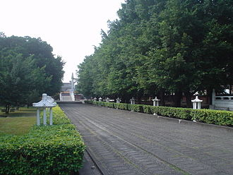 Temples of Taichung - The walkway leading to the Great Perfection Hall