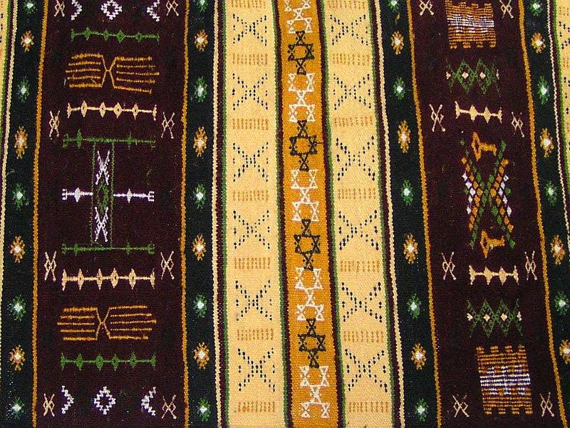 متحف بعض  التحف  التقليدية الجزائرية  800px-TapisKabyle2