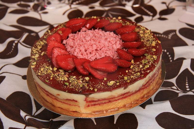 File:Tarta de Fresas - Madrid.JPG