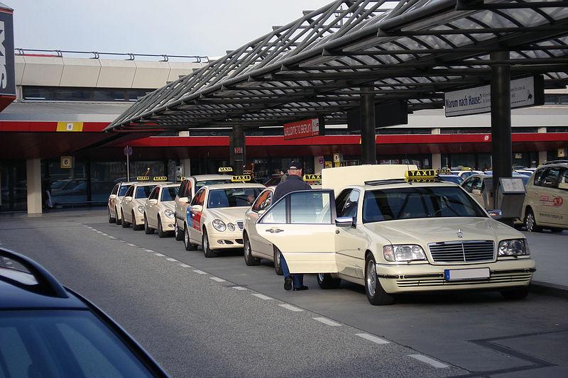 800px-Taxis_at_EDDT.jpg