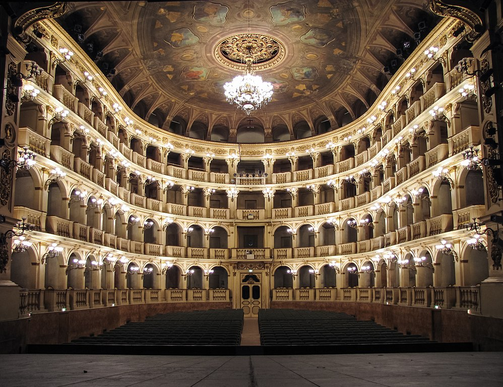 Salle de spectacle du théâtre municipal ou Teatro Comunale à Bologne - Photo de Lorenzo Gaudenzi