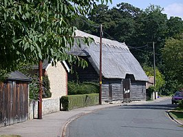 Thatched barn in High Street - geograph.org.uk - 896411.jpg