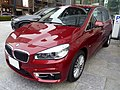 The frontview of BMW 218i Active Tourer Luxury (F45).jpg