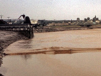 Tidal bore on the Petitcodiac River Tidal bore.jpg