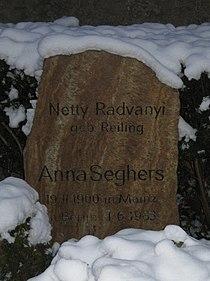 Tombstone Anna Seghers.jpeg