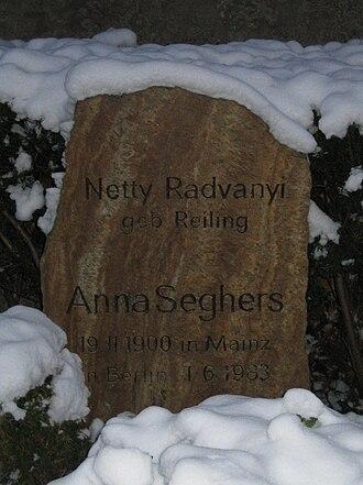 Anna Seghers - Tombstone of Anna Seghers in Berlin