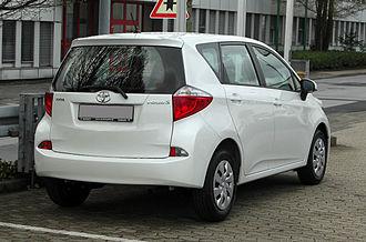 Toyota Ractis - Image: Toyota Verso S 1.33 VVT i Life – Heckansicht (1), 31. März 2011, Mettmann