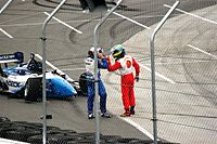 Paul Tracy and Sébastien Bourdais in a confrontation at the 2006 Denver Grand Prix.