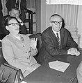 Tweede Kamer , dr. J. G. H. Tans in de bank naast mevrouw G. Brautigam, Bestanddeelnr 917-6966.jpg