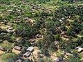 Une vue aérienne partielle du territoire de Boende dans la province de l'Equateur, en RD Congo (15311732917).jpg