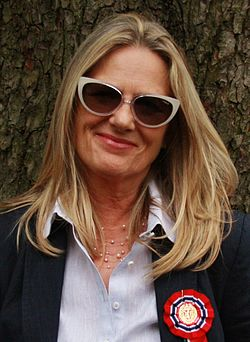 Unni Straume film director celebrating 17 mai (Norwegian Constitution Day) in slottsparken in Oslo. 2013-May-17 (cropped).JPG