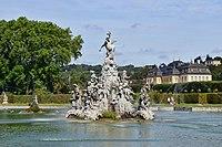 Veitshöchheim - Hofgarten - großer See mit Parnass und Schloss.jpg