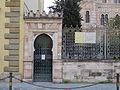 Via farini, sinagoga, porta 01.JPG