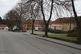 Village square in Petrůvky, Třebíč District.jpg