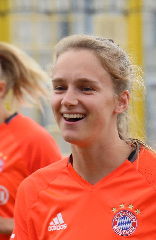 Vivianne Miedema beim Aufwaermen BL FCB gg. SGS Essen Muenchen-1 (cropped)