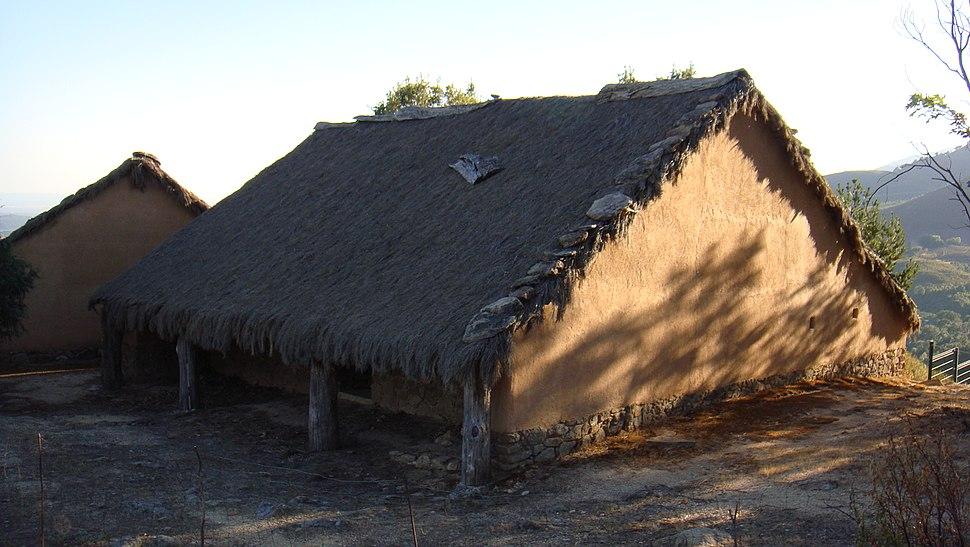 Vivienda reconstruida. Castro de El Raso 03