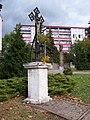 Vokovice, Ke dvoru, křížek a válečný pomník.jpg