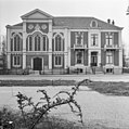 Voorgevel van de kerk en pastorie - Doetinchem - 20401462 - RCE.jpg