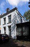 foto van Gepleisterd huis met tuin en aardige serre