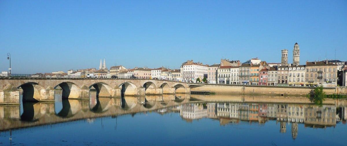 Mâcon, le pont Saint-Laurent franchissant la Saône.
