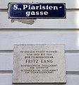 Wien-Josefstadt-40-Zeltgasse-Nr 1-Piaristengasse-Gedenktafel Fritz Lang-2007-gje.jpg