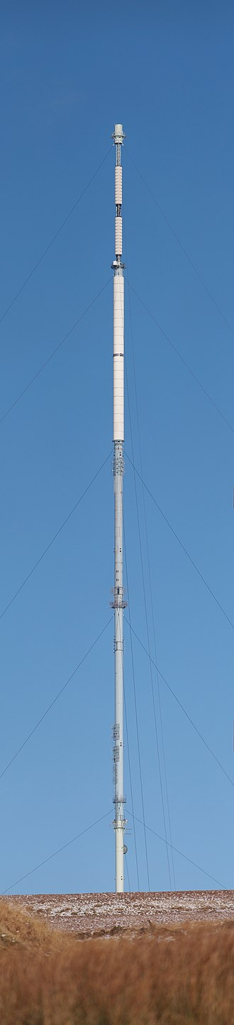 Winter Hill transmitting station - High resolution vertical panorama of the main mast
