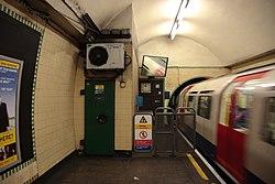 WoodGreen - Train entering westbound platform before (4571416628).jpg
