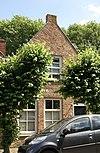 foto van Huis onder zadeldak en met aan voor- en achterzijde een topgevel