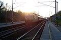 Zastavka Cerhenice - vlak jede od Pecek.jpg