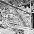 Zuid-gevel zuidelijke dwarsarm rechts een gedeelte van de ingang, links de afgehakte lisenen, onder het afgehakte plint - Utrecht - 20232984 - RCE.jpg